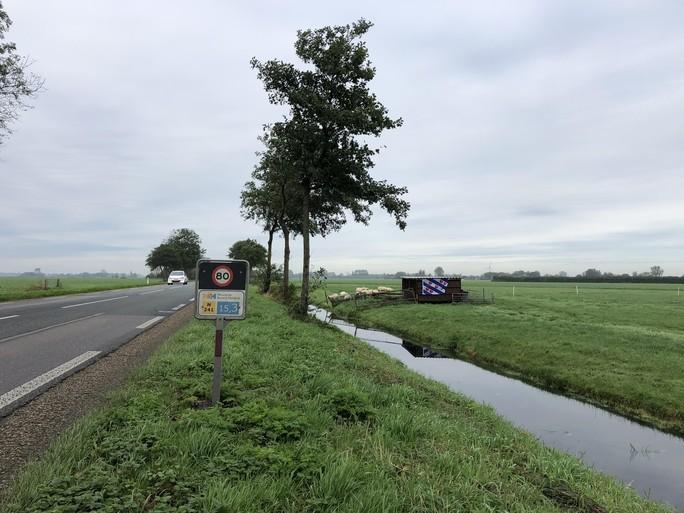Boerenprotest: de eerste Friese vlaggen wapperen in Noord-Holland. Boeren tekenen met Friese collega's een 'fusiedocument', zodat Friesland West er kan komen