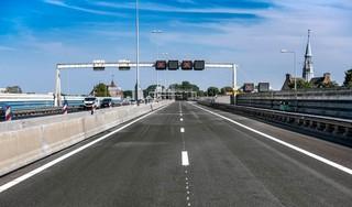 In de hitte doorwerken, maar dan heb je ook wat: nieuw asfalt op A8 is stiller en lust voor het oog
