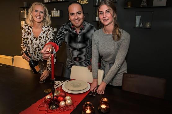 Tafel voor acht staat klaar, nu zoeken Paulo, Bianca en Sophie nog gasten voor kerstdiner