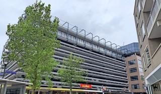 Plan voor verbouwing City Parking in Hilversum tot woningen. Horeca-ondernemer Hans van Drimmelen luidt de noodklok, maar overbuurman Gregory Dunker is vóór
