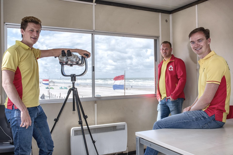Van links naar rechts: Maarten Slingerland, Jeffrey Delforge en Marco de Leeuw van de Wijk aan Zeese Reddingsbrigade.