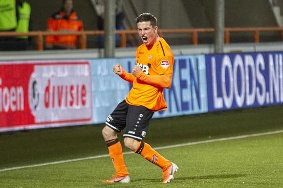 FC Volendam met de schrik vrij: Wereldgoal Doodeman velt Jong PSV [video]