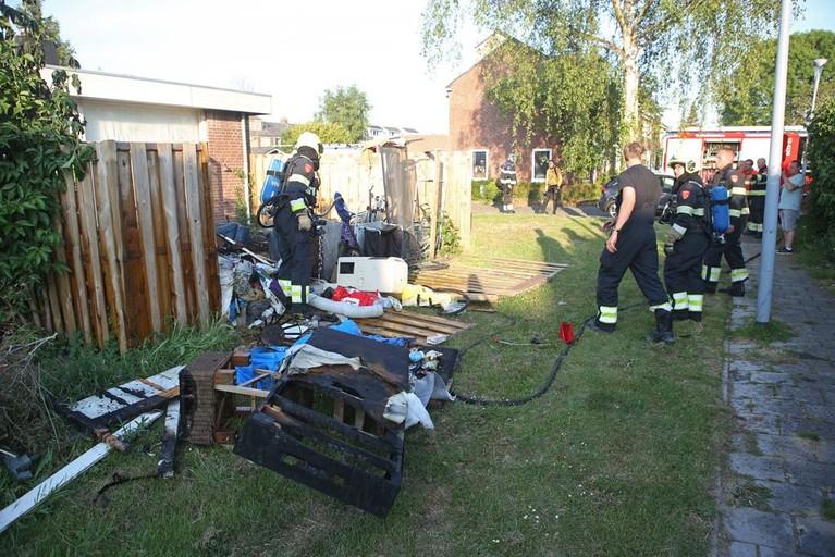 Bewoner gewond bij brandje in achtertuin aan IJpolderstraat in Hoofddorp