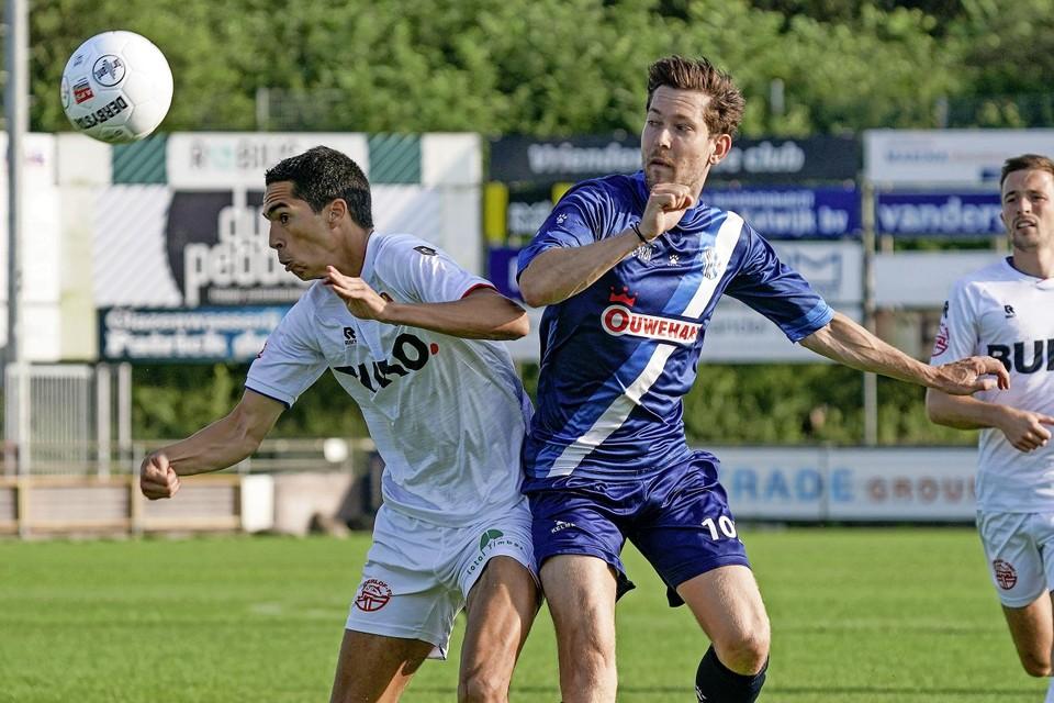 Anwar Bensabouh in duel met Mike van den Ban.