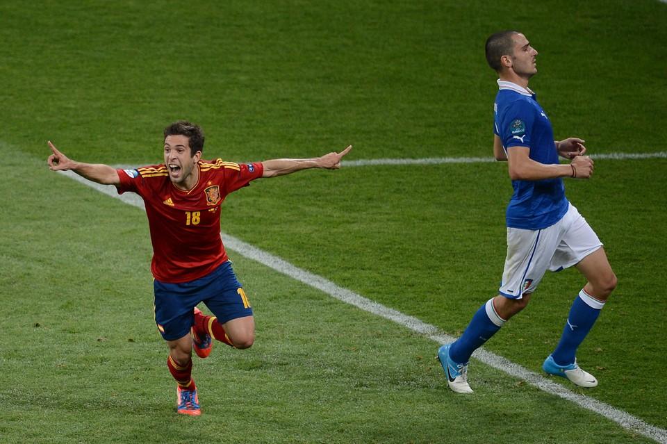Finale EK 2012: Jordi Alba juicht nadat hij Spanje op 2-0 heeft gezet tegen Italië.