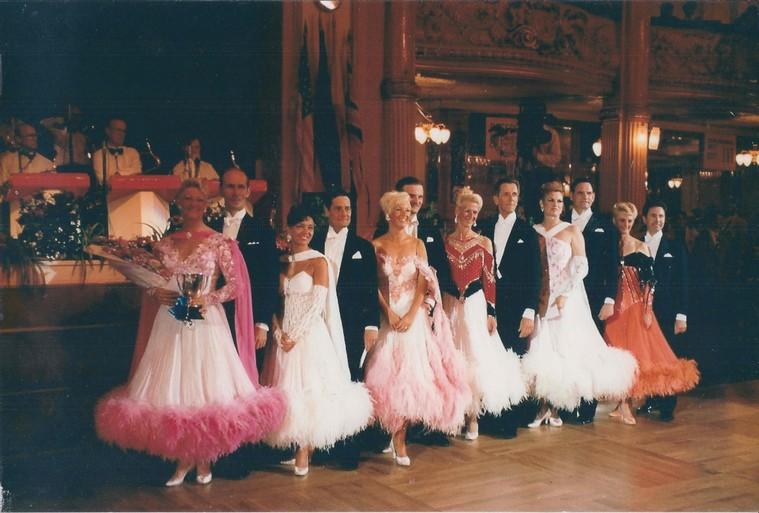 Laatste Soester dansschool Sepp binnenkort dicht; 'Ik heb geen maatgevoel is slecht excuus', zegt 73-jarige Jan, die met zijn Gina wereldkampioen ballroomdansen werd in Blackpool
