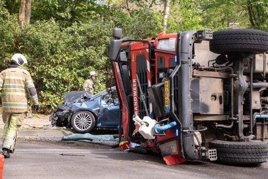Brandweerauto Baarn raakte zelf uit balans bij crash