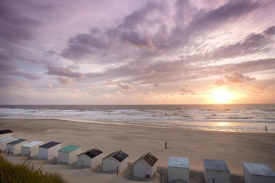 Strandhuisjes op het strand bij Paal 9.