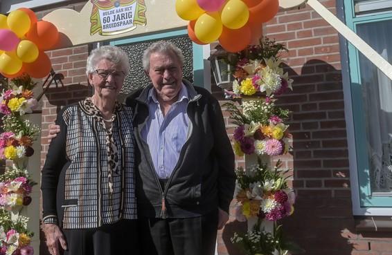 Groot feest bij zestigjarig bruidspaar Kees en Nel Bakker uit Obdam: 'Geweldig dat hij nog bij ons is'