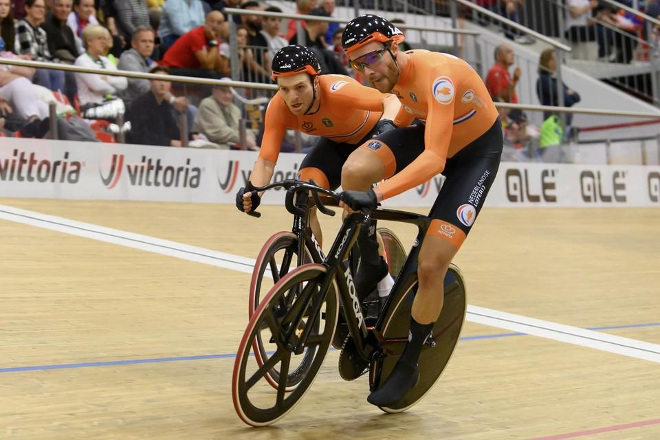 Yoeri Havik en Jan Willem Van Schip lossen elkaar af tijdens de koers.