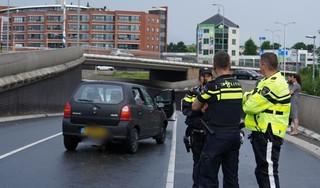 Wateroverlast bij Friesebrug in Akmaar zorgt voor kettingbotsing