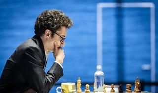Wat viel Dimitri Reinderman in speelronde 2 van Tata Steel Chess op? Rekenmeester Fabiano Caruana wint na een briljante zet