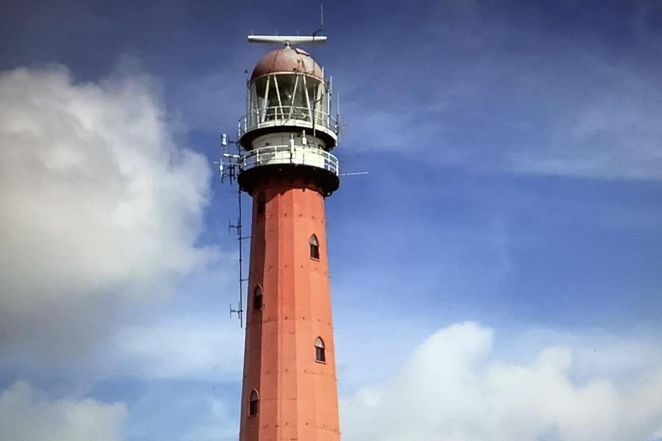Eind vorige eeuw: nog langere antennes en de radar op het dak.