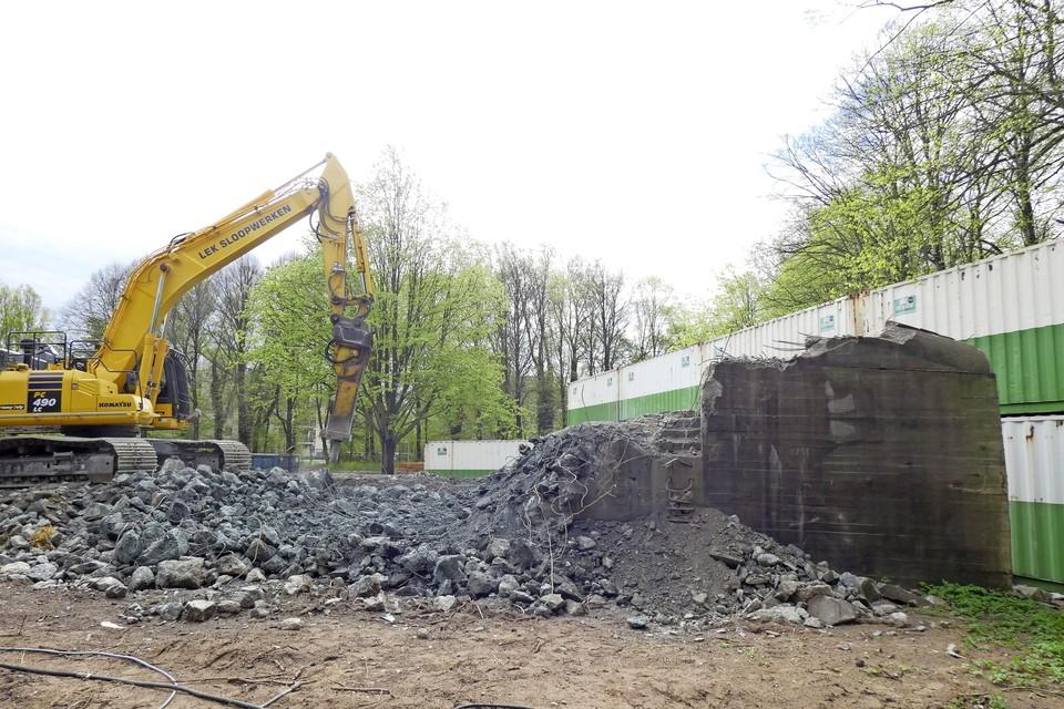 Het woningbouwproject op het Missiehuis-terrein is in volle gang. De grote bunker is bijna gesloopt.