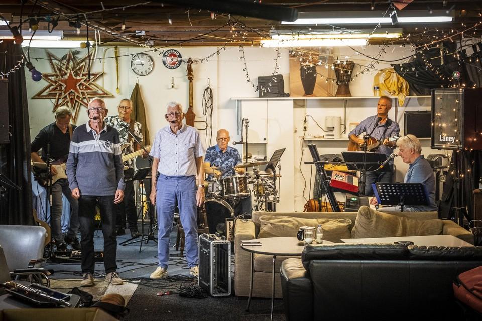 Septimbre tijdens een van de laatste repetities: Pe de Wit, Vincent Breed, Hans Zuurbier, Johan Potter, Piejo ter Burg, Rens Pieterse en Johan Willem de Jong (vlnr).