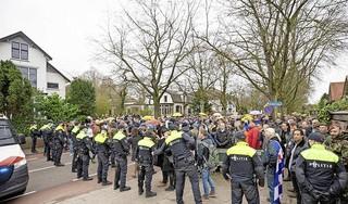 Baarn overvallen door massale demonstratie. Tussen de 1500 en de 2000 deelnemers. Geen materiële schade [update]