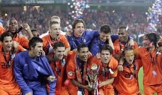Toen er op 23 juni nog wél gesport werd: Maceo Rigters ging mee naar het EK als pinchhitter maar groeide uit tot de held van Jong Oranje en werd topscorer van het toernooi [video]