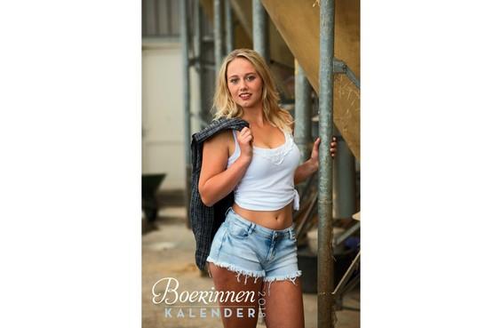 Lisa uit Dirkshorn op sexy boerinnenkalender
