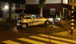 Auto raakt van de weg in Wormerveer, inzittenden ervandoor