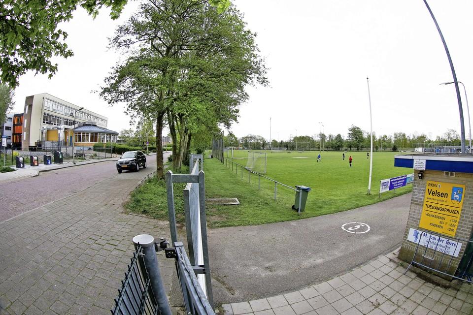 Het gebrek aan parkeerruimte is van de redenen dat de club wel wil verhuizen.