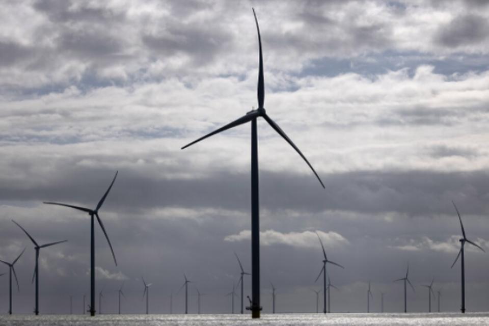 180 meter hoge windmolens in het IJsselmeer. Kan je die zien vanaf de Helderse zeedijk of niet?