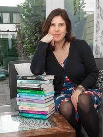 Simone Kortsmit: 'Mijn eigen angst schrijf ik weg in mijn thrillers'; Landsmeerse schrijfster 'gefascineerd door de misdadiger'