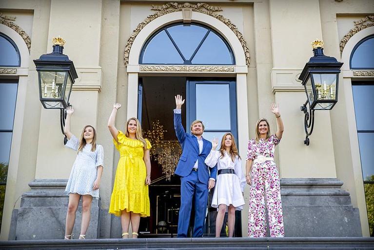 Koning Willem-Alexander houdt korte toespraak vanuit huis: 'Hou vol, ook na deze Koningsdag' [video]