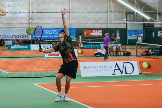 Rating deelnemers Indrukmakers Tennistoernooi loopt ver uit elkaar: Als viertje tegenover een tweetje op de baan