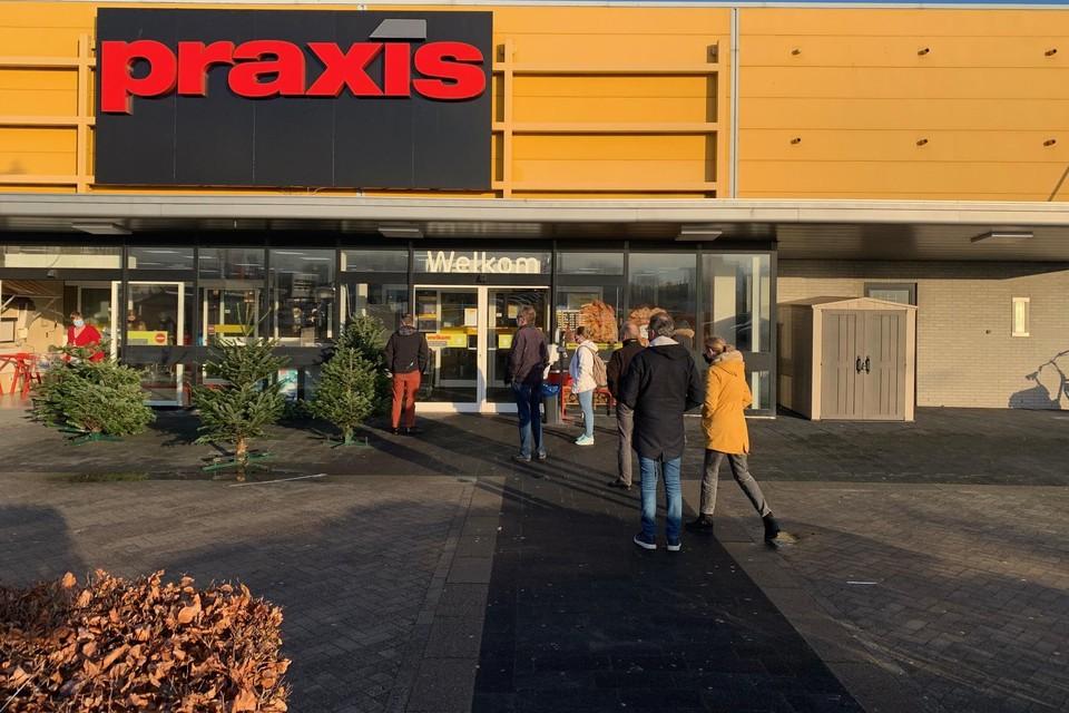 Snel nog even inkopen doen bij Praxis op het Hof van Hoorn.