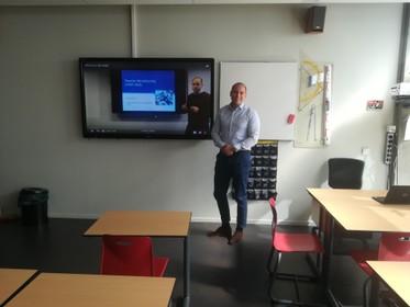 Examenrubriek: Geschiedenisvlogs Trias in Krommenie beter bekeken dan ooit [video]