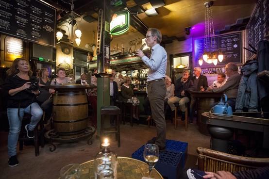 Politiek café in Heemstede: aanwezigen bespreken thema's uiteenlopend van kerstsamenzang tot Formule 1