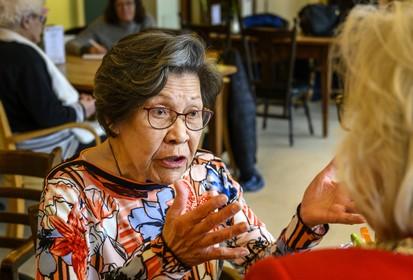 Dansen op verjaarsfeest 100-jarige in Zwanenburg
