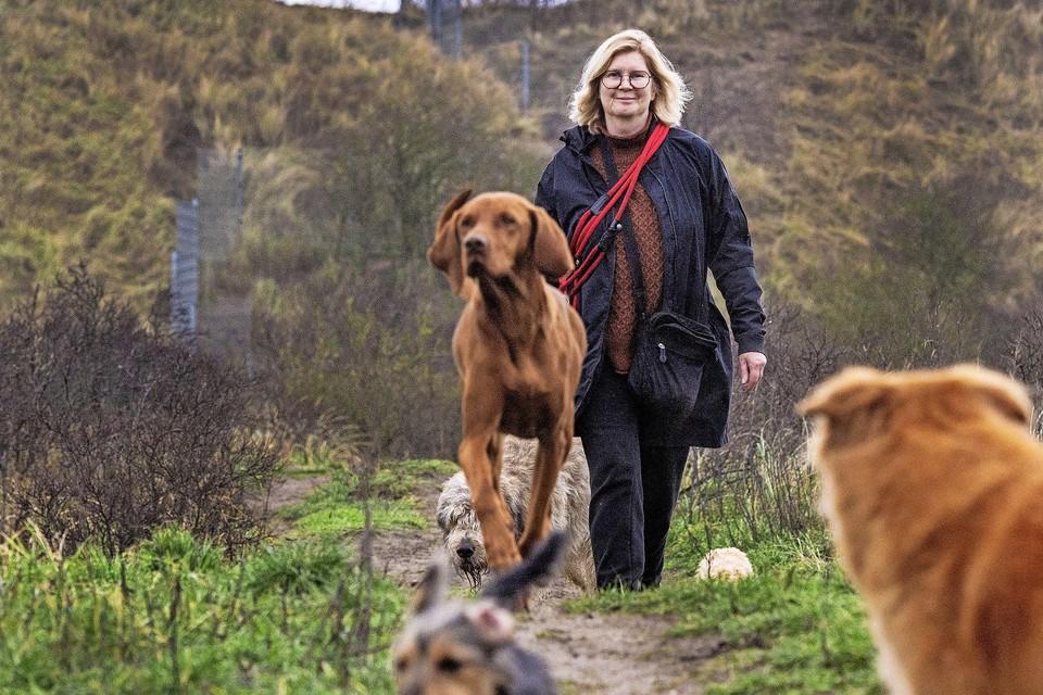 Voor de Zandvoortse hondenuitlater Esther Booi is de uitlaatplek in Spaarnwoude geen oplossing. ,,Een mijl op zeven.''