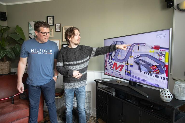 Amerikaanse tv-show sponsort knikkerbroers Jelle en Dion Bakker uit Wervershoof: 'Misschien gaan we nu zelfs wel op wereldtournee' [video]
