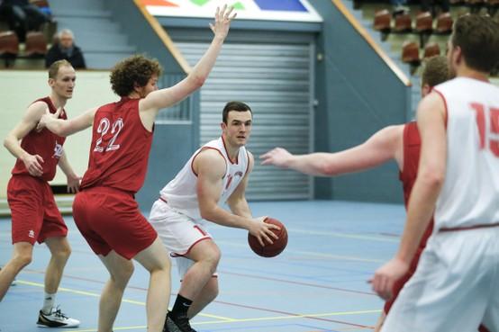 Basketballer Scott Kraaijenbosch geniet van tweede seizoen bij 'fris en geprikkeld' Racing Beverwijk: 'Ik vind dat je altijd moet blijven dromen'
