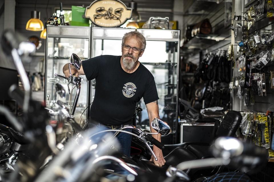 Marcel Ebbes van Beast Motoren in zijn werkplaats.
