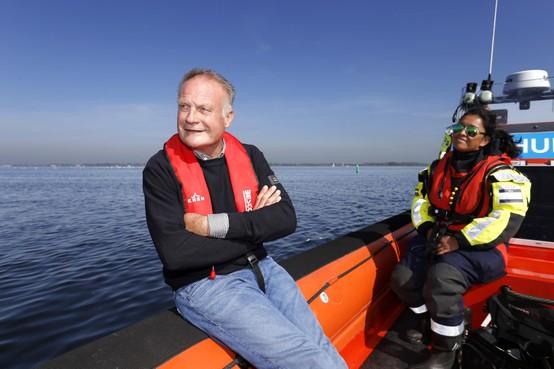 De nieuwjaarsduik van een verkeersregelaar; Sicko Heldoorn wil een echte 'burgervader' zijn in Waterland, ook al is het maar kort