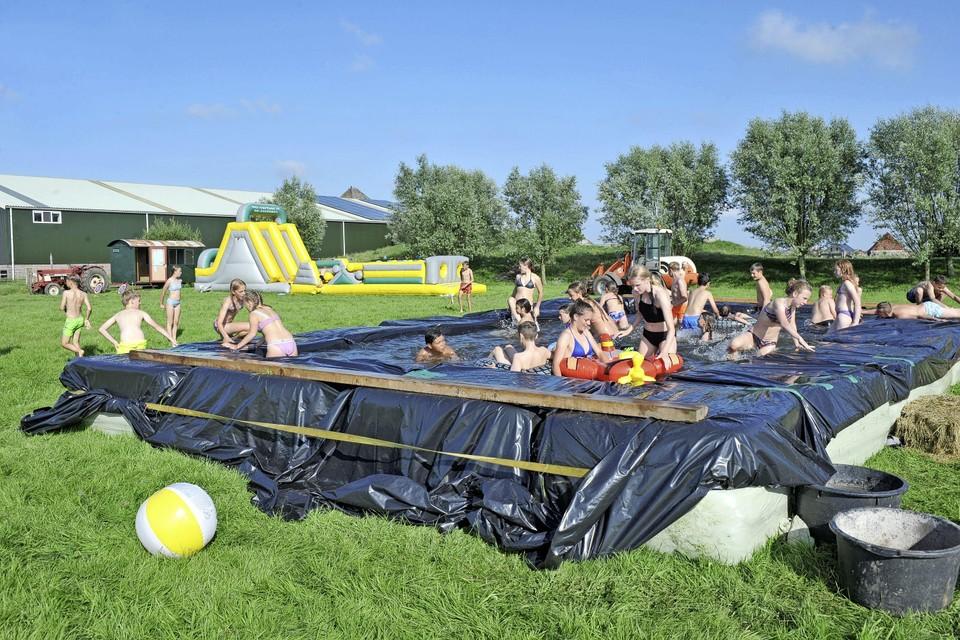 Het zwembad is een favoriete plek tijdens het kamp.