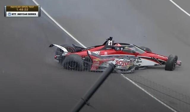 Rinus van Kalmthout maakt harde klapper tijdens IndyCar-test op Indianapolis Motor Speedway en breekt vinger [video]