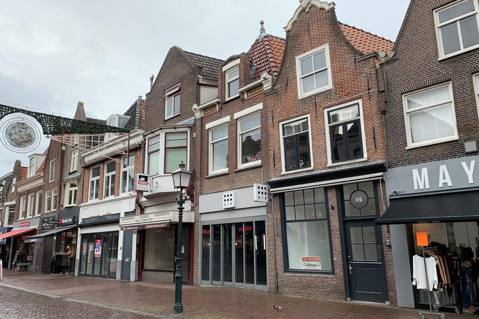 Leegstaande winkelpanden aan het Grote Noord in Hoorn.