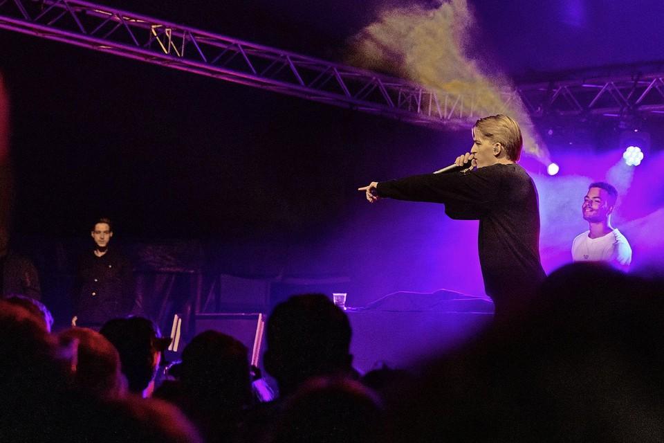 Rapper Antoon wond de bezoekers van Snertpop om zijn vinger.