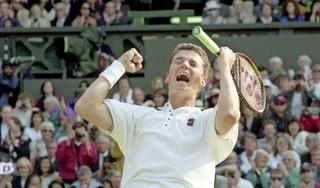 Precies 25 jaar geleden won Richard Krajicek Wimbledon. Een zege die elk jaar specialer wordt en nu gevierd wordt met een speciale munt [video]
