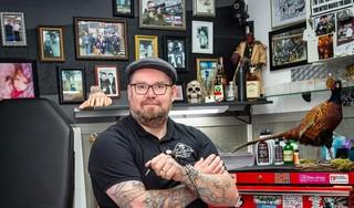 Steeds meer mensen vragen om een verdoving voor het zetten van een tattoo. Tatoeëerder Bas (45): 'Als je de pijn er niet voor over hebt, wil je die tatoeage niet graag genoeg'