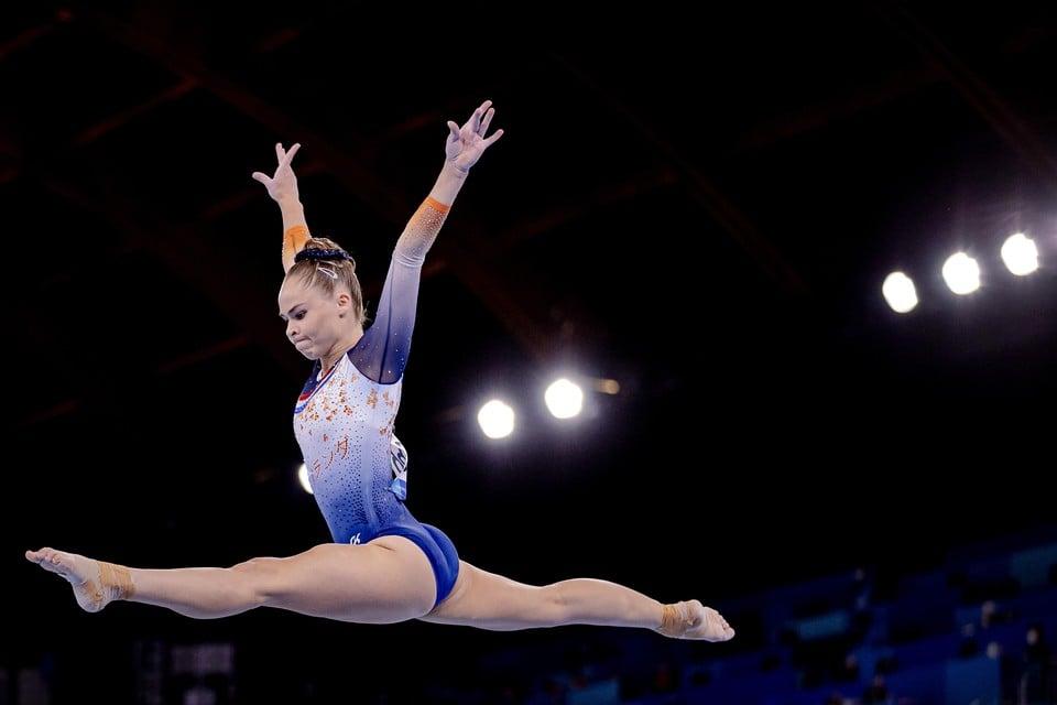 Eythora Thorsdottir in actie op balk tijdens de kwalificaties tijdens het turnen op de Olympische Spelen.