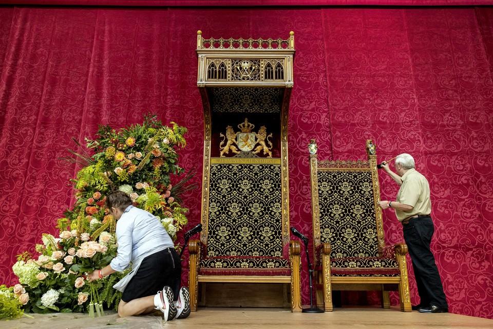 In de Grote Kerk worden de laatste voorbereidingen getroffen.