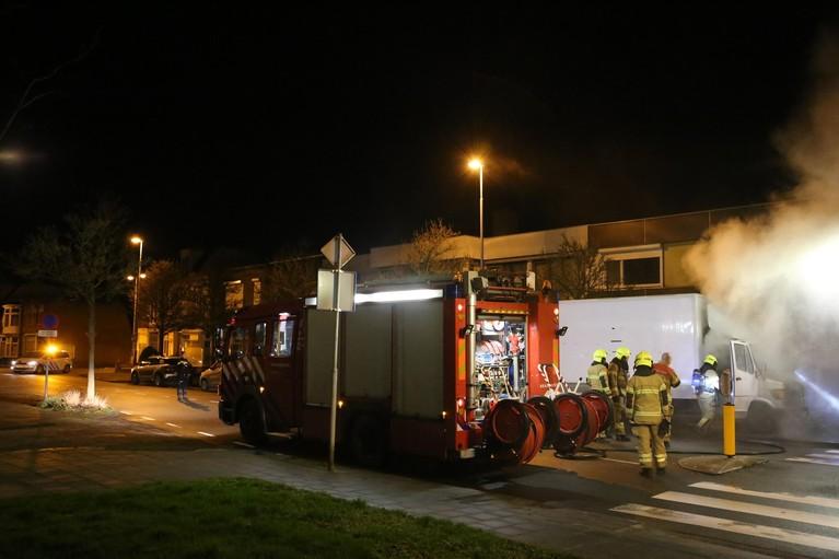 Vrachtwagen loopt schade op door brand in Den Helder