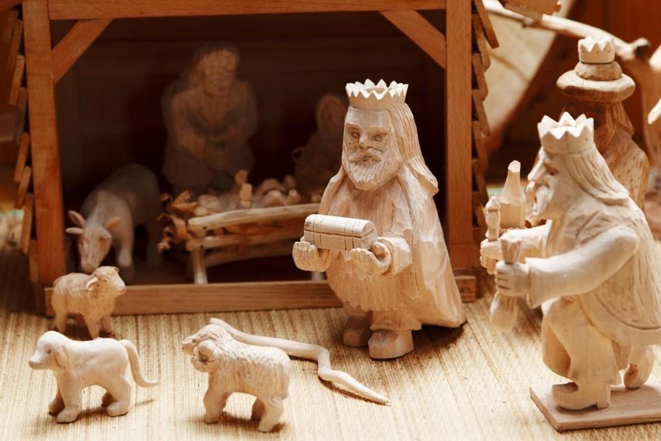 Een fraaie houten kerstgroep.