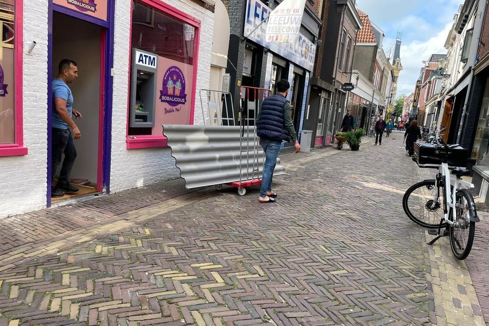 De geldautomaat van ATM in de Achterstraat voor deze tot ontploffing werd gebracht.