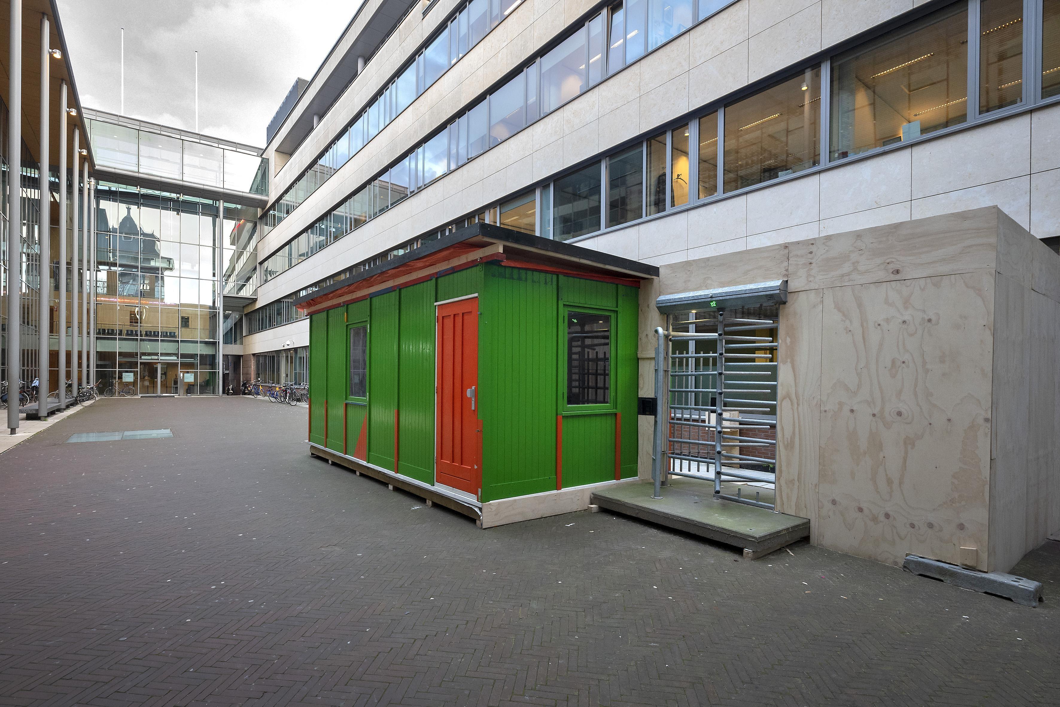 Eigen ingang voor bezoekers OM Haarlem in gebouw De Appelaar - Noordhollands Dagblad