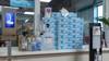 'Onze handel staat op z'n kop'. Overuren voor leveranciers van desinfectiemiddelen. En een waarschuwing: 'We wassen onze handen weer minder...'